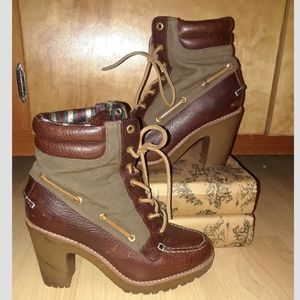 Unique Sperry Topsider heeled lace up combat boot